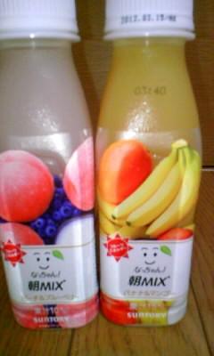 """""""『なっちゃん朝MIX  バナナ&マンゴー、ピーチ&ブルーベリー』を飲んだ。"""""""